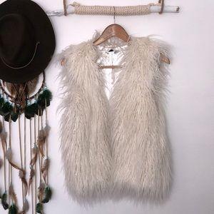H&M white faux fur vest size 2